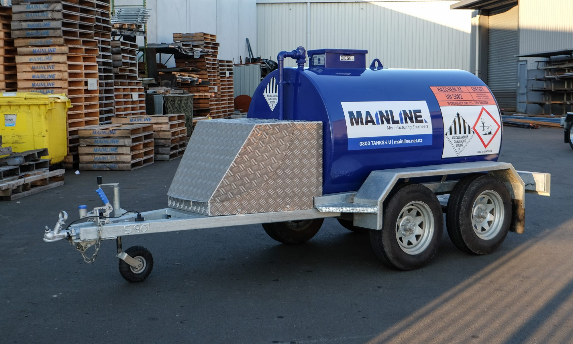 Mainline Bluey blue trailer tank